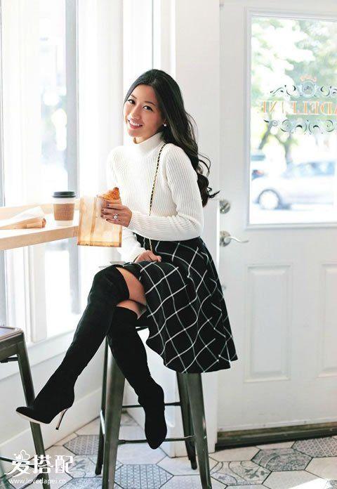 格子半裙+过膝长靴