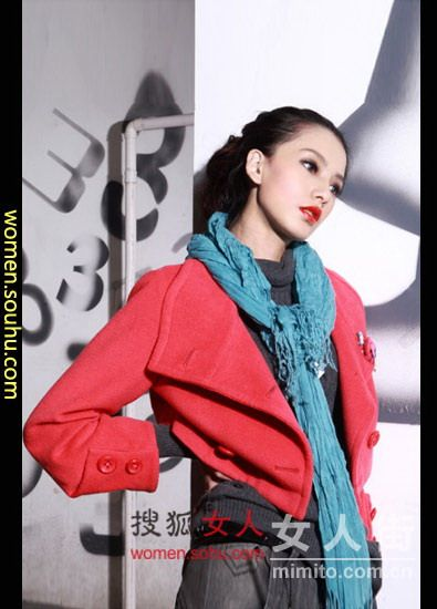 秋冬炫彩围巾混搭 保暖又时尚